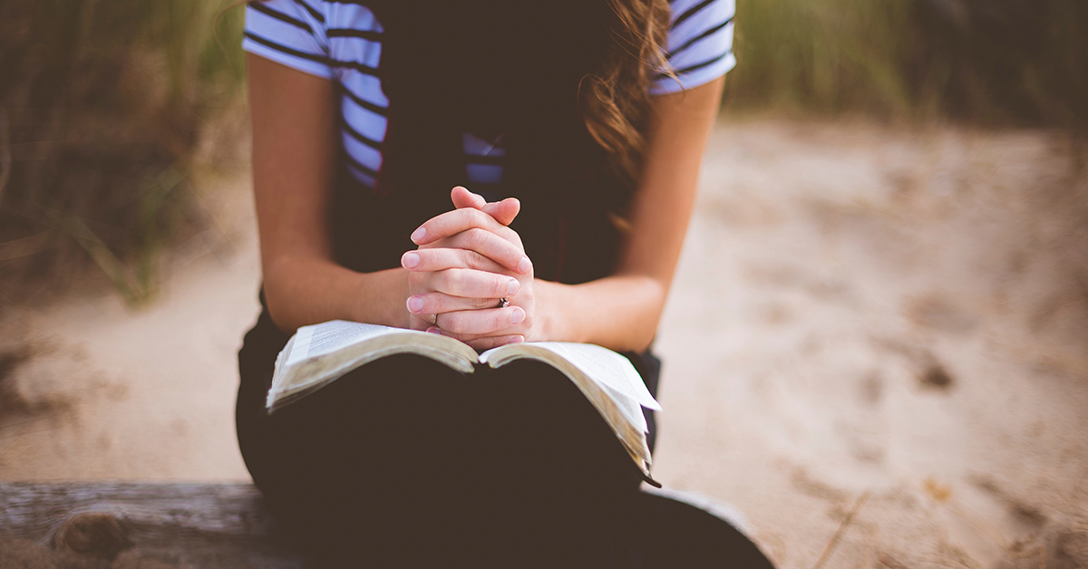 woman praying |Wycliffe Associates | Bible Translation
