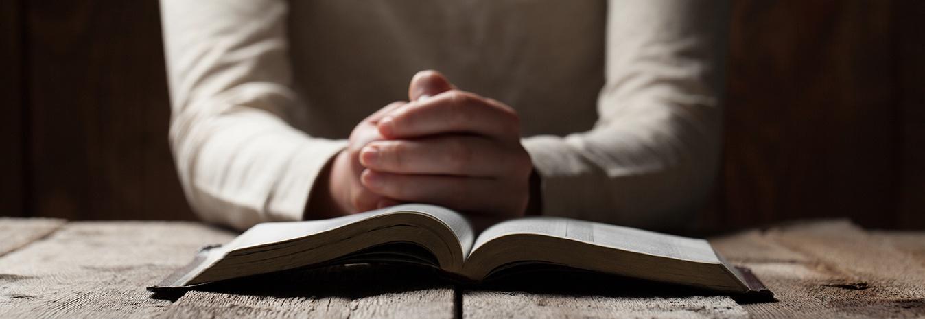 praying_hands_bible_wood_table_sm